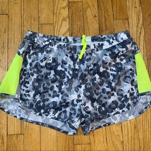 Old navy active shorts med
